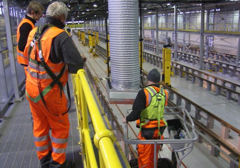 Arbeiter im Bahndepot